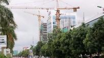 Cần cẩu tháp xoay ra đường: Chủ tịch UBND tỉnh chỉ đạo kiểm tra sau khi Báo Nghệ An phản ánh