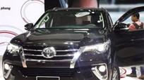 Giá ôtô giảm sâu, khách hàng vẫn thờ ơ