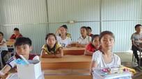 Học sinh miền núi nghèo háo hức đi học ở trường huyện