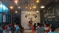 Chàng rể người Mỹ mở câu lạc bộ Tiếng Anh miễn phí ở thành Vinh