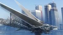 Lạ mắt với cầu đi bộ hình chuồn chuồn nổi trên sông