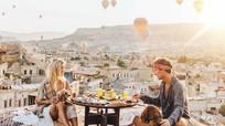 Vi vu khắp thế giới, cặp đôi kiếm 9.000 USD mỗi lần đăng ảnh