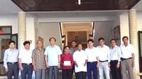 Trao 50 triệu đồng hỗ trợ con liệt sỹ đồng bào Thái