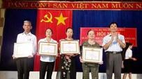 TX Thái Hòa: trao Huy hiệu tuổi đảng cho 11 đảng viên