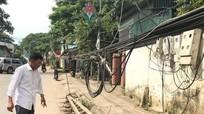 Thái Hòa: Cột điện gãy đổ cả tháng chưa được sửa