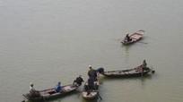 Giăng lưới câu tìm nam thanh niên nhảy cầu Bến Thủy