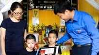 Truy tặng Huy hiệu 'Tuổi trẻ dũng cảm' cho cán bộ giao thông tử nạn