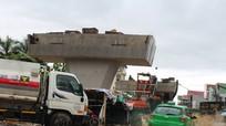 Chân cầu vượt Quốc lộ biến thành ao