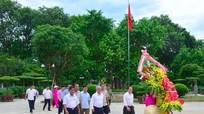 Bộ trưởng, Chủ nhiệm Uỷ ban Dân tộc dâng hoa, dâng hương tại Khu Di tích Kim Liên
