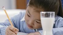 'Ép con học nhiều là cha mẹ mắc bẫy của giáo viên lười'