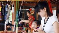 Độc đáo sản phẩm thổ cẩm bản Thái ở Tân Kỳ