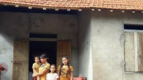 Bàn giao nhà 'Khăn hồng tình nguyện' cho học sinh nghèo vượt khó