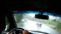 10 lưu ý đặc biệt khi lái xe đường trơn