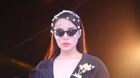 Hoa hậu Kỳ Duyên đeo kính đen xem chung kết The Face