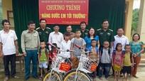 Tặng xe đạp cho học sinh Đan Lai nghèo, vượt khó