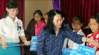 Trao tặng 50 suất học bổng cho học sinh nữ nghèo vượt khó