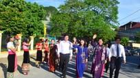Phó Chủ tịch Thường trực Quốc hội và Bí thư Tỉnh ủy dự khai giảng tại Con Cuông