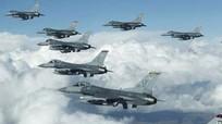 Xem tiêm kích F-16 Mỹ bắn pháo, phóng tên lửa