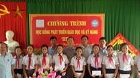 Trao tặng 40 suất học bổng cho học sinh nghèo ở Nghi Lộc