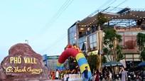 Nhà hàng 'Phố Wall - Gà Thanh Chương' - lôi cuốn giữa lòng phố Vinh