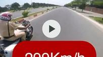 Lao xe máy 'tốc độ bàn thờ 299km/h' để câu like?