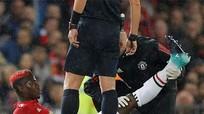 Pogba phải chống nạng sau trận thắng Basel