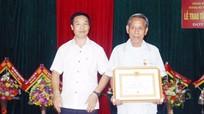 Thị xã Thái Hòa trao tặng Huy hiệu Đảng cho 11 đảng viên
