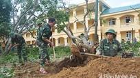 Lực lượng vũ trang Nghệ An giúp dân khắc phục hậu quả bão số 10