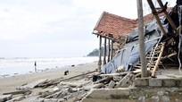Bãi tắm đẹp ở Nghệ An xơ xác sau bão