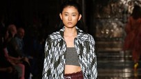 Hai mẫu Việt trúng show ở London Fashion Week