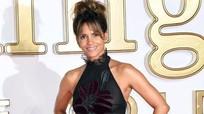 Halle Berry mặc xuyên thấu lên thảm đỏ nước Anh