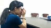 Người mẹ ép con gái 6 tuổi uống thuốc sâu nức nở tại tòa