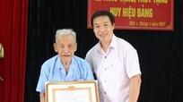 Thái Hòa: Trao tặng Huy hiệu 70 tuổi đảng cho đảng viên