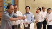 Thủ tướng quyên góp ủng hộ đồng bào miền Trung bị thiệt hại do bão