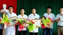 Khen thưởng cán bộ y tế hiến máu cứu sản phụ