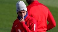 Neymar xin lỗi vì tranh quyền đá phạt với Cavani