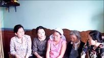Hội LHPN Việt Nam trao quà 7 gia đình bị thiệt hại do bão số 10