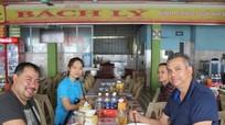 Đại biểu APEC thích thú với cảnh quan và ẩm thực biển Cửa Lò