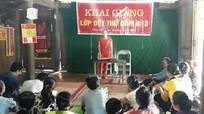 Quế Phong: 35 học viên được truyền nghề dệt thổ cẩm