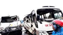 4 người bị thương nặng sau cú đâm giữa xe khách và xe bồn