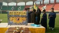 Kỳ lạ: CLB Trung Quốc 'lập đàn cầu thắng' trên sân cỏ
