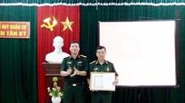 Trao tặng Huy hiệu Đảng cho các đảng viên