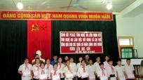 40 suất quà trao tặng học sinh nghèo Con Cuông