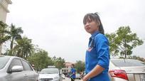 Sinh viên tình nguyện giải tỏa các điểm ách tắc giao thông