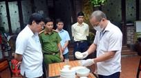 Nhà hàng gà nổi tiếng ở Vinh bị phạt vì mất vệ sinh thực phẩm