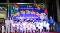 Gần 1000 thiếu nhi xã Nghi Phú, TP Vinh được nhận quà Trung thu