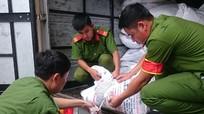 Công an TP. Vinh bắt giữ 3,1 tấn đường kính mạo danh nhãn mác