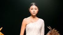 Đào Thị Hà được mời làm vedette cho nhà thiết kế Hà Duy