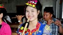 Những sơn nữ Thái chế tác và sử dụng nhạc cụ dân tộc