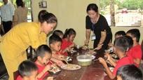 Ấm bữa cơm tình thương cho học trò nghèo rẻo cao Quỳ Châu